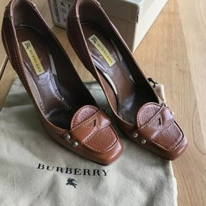 Burberry Leather Pumps